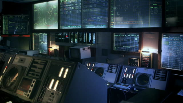 retro cold war-era radar operations room - british military stock-videos und b-roll-filmmaterial