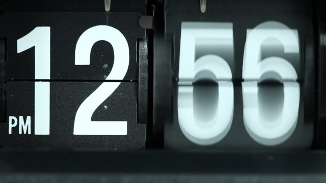stockvideo's en b-roll-footage met retro flip clock spinning rapidly - getal