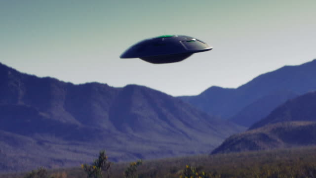 vídeos de stock, filmes e b-roll de retro footage of a ufo flying saucer in the desert. - ufo