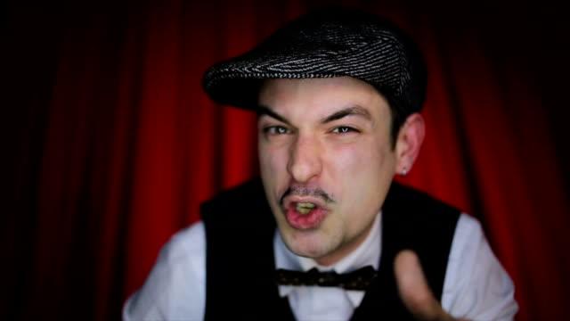 vídeos y material grabado en eventos de stock de retro estilo actor actuando en el escenario - actor