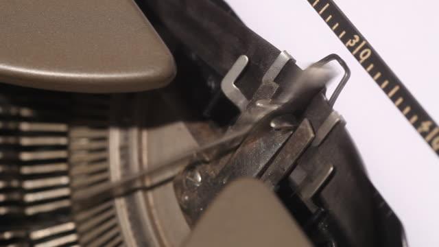 retro typewriter macro clip - skrivmaskin bildbanksvideor och videomaterial från bakom kulisserna