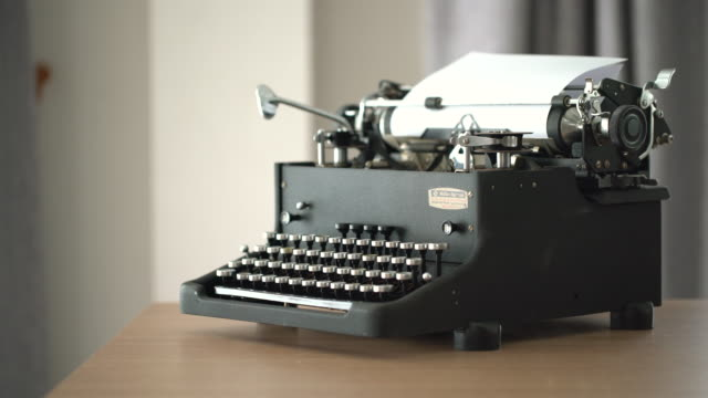 4k retro & vintage style typewriter in studio with dolly - typewriter stock videos & royalty-free footage