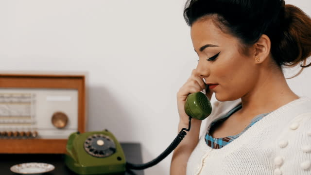 retro woman on the phone - disco combinatore video stock e b–roll