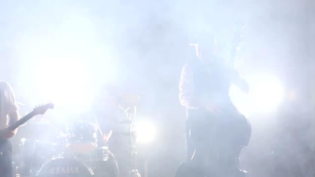 vídeos y material grabado en eventos de stock de banda punk estilo retro en el escenario - jazz