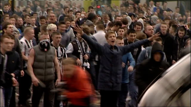 return of football hooliganism 14413 newcastle newcastle central station ext various shots of mounted police trying to control rioting fans after... - 機動隊点の映像素材/bロール
