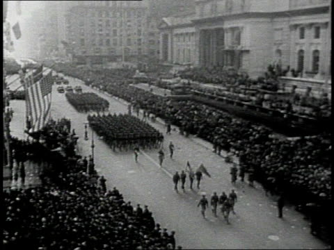 returning us army troops marching in parade / united states - ve day stock-videos und b-roll-filmmaterial