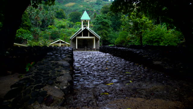 reveal church building vaitahu on tahuata island marquesas - französisch polynesien stock-videos und b-roll-filmmaterial