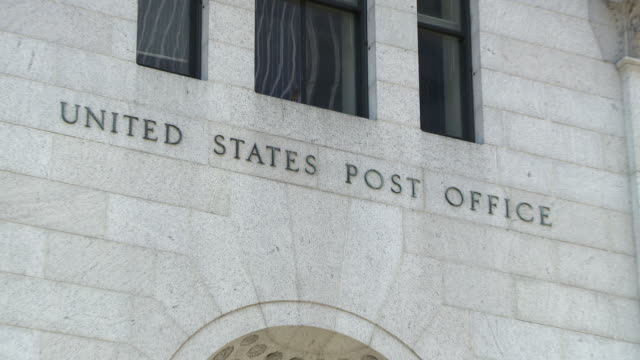 reveal of the united states post office sign on 8th and 34th. - postamt stock-videos und b-roll-filmmaterial