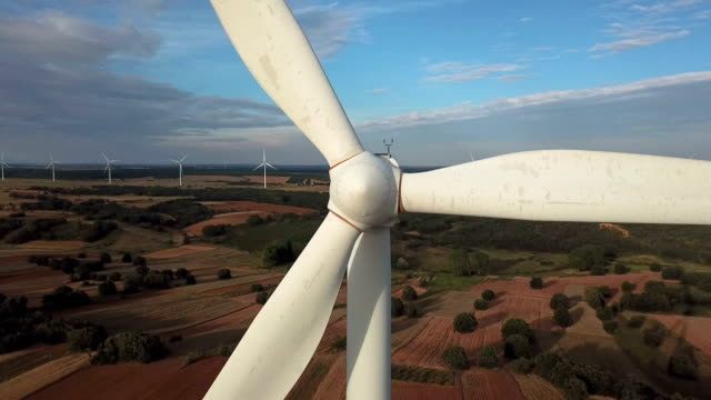 reveal of the wind turbine aerial view - turbina a vento video stock e b–roll