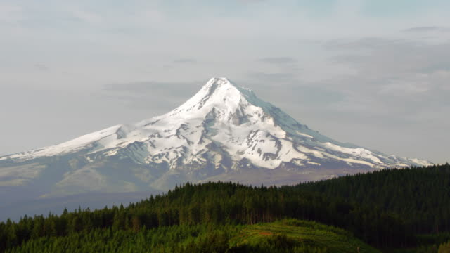 aerial revealing mt. hood covered in snow - mt hood stock videos & royalty-free footage