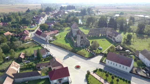 Revealing shot of Carta monastery