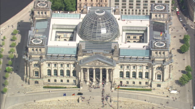 revealing the reichstag - berlin stock videos & royalty-free footage