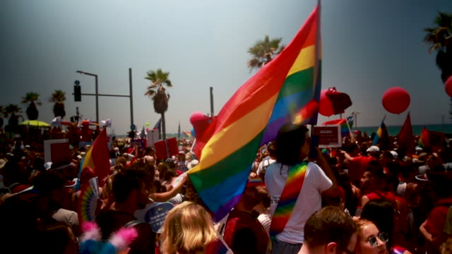 vídeos de stock, filmes e b-roll de revellers take part in the annual gay pride parade on june 14 2019 in tel aviv israel tens of thousands of israelis and tourists packed the streets... - desfiles e procissões