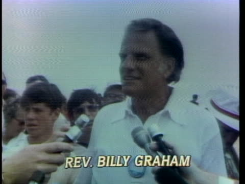 vídeos y material grabado en eventos de stock de reverend billy graham tells reporters at a golf tournament in charlotte, north carolina that america is in need of spiritual revival. - religion or spirituality