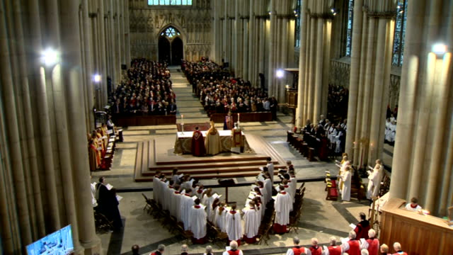 reverend libby lane consecrated as church of england's first female bishop more general views of ordination ceremony of reverend libby lane as new... - anglikanismus stock-videos und b-roll-filmmaterial