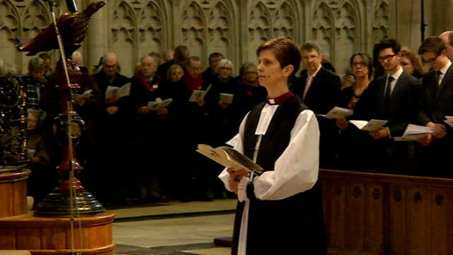 reverend libby lane consecrated as church of england's first female bishop more general views of ordination ceremony of reverend libby lane as new... - anmut stock-videos und b-roll-filmmaterial
