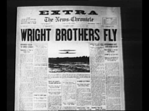 """vídeos y material grabado en eventos de stock de reverse angle typesetting frame as vo typewriter sounds letters appear individually to form mirror image of words """"greatest headlines"""" on one row and... - wilbur wright"""