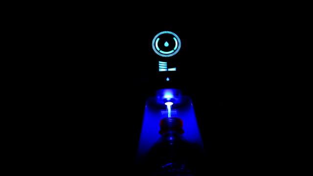 vídeos y material grabado en eventos de stock de ósmosis inversa (ro), botella de agua de llenado del purificador de agua - botella de agua
