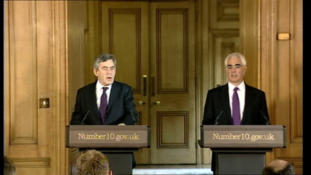 vidéos et rushes de review of banking practices announced / anger over possible bonus payouts for bank staff; lib 10 downing street: int gordon brown mp and alistair... - prime minister