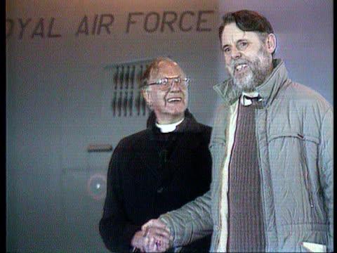stockvideo's en b-roll-footage met wiltshire raf lyneham int seq released british hostage terry waite with former archbishop of canterbury dr robert runcie tx - wiltshire