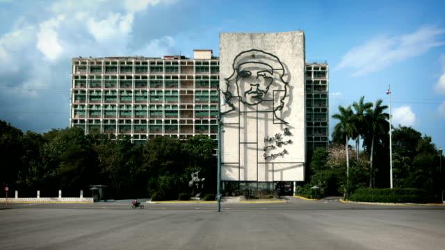 revolution plaza, havana, cuba - che guevara stock videos & royalty-free footage