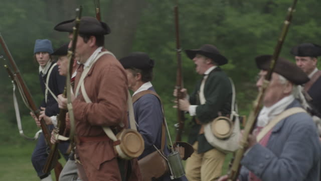 revolutionary colonial soldiers running on battlefield - colonial reenactment stock videos & royalty-free footage