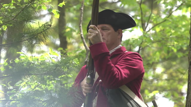 revolutionary war redcoat firing musket - rifle stock videos & royalty-free footage
