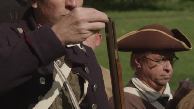 revolutionary war soldiers getting muskets ready - rifle stock videos & royalty-free footage