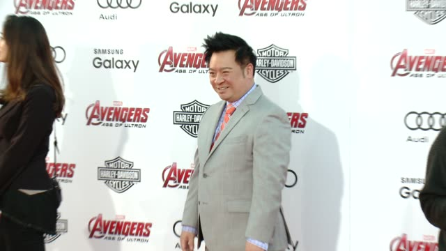"vídeos de stock e filmes b-roll de rex lee at the world premiere of marvel's ""avengers: age of ultron"" at dolby theatre on april 13, 2015 in hollywood, california. - the dolby theatre"