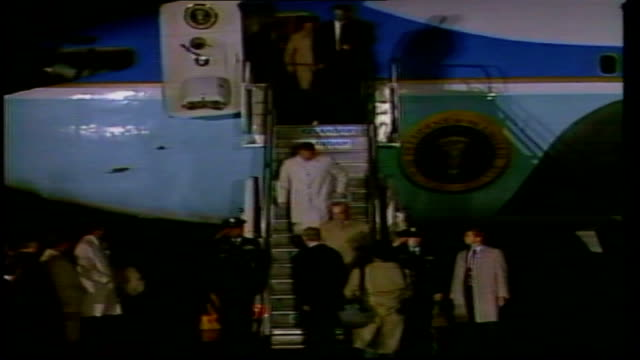 us/soviet summit itn iceland reykjavik airforce one on tarmac reagan down steps of plane shaking hands george shultz down steps of plane reagan... - summit meeting stock videos and b-roll footage