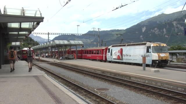 RhB train leaves Thusis station