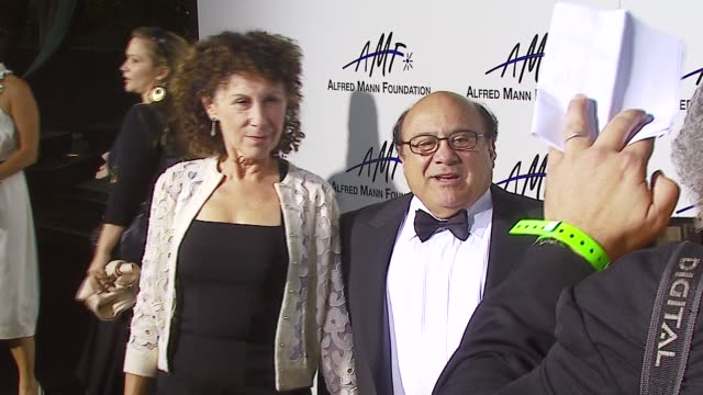 rhea perlman and danny devito at the 3rd annual alfred mann foundation innovation inspiration gala honoring richard nancy riordan at mann estate in... - completely bald stock videos & royalty-free footage