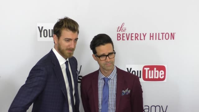 vídeos y material grabado en eventos de stock de rhett & link at the 6th annual streamy awards hosted by king bach and live streamed on youtube at the beverly hilton hotel in beverly hills -... - eslabón