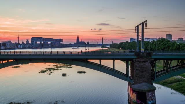 ケルン - ドイツ航空: ライン橋 - ノルトラインヴェストファーレン州点の映像素材/bロール