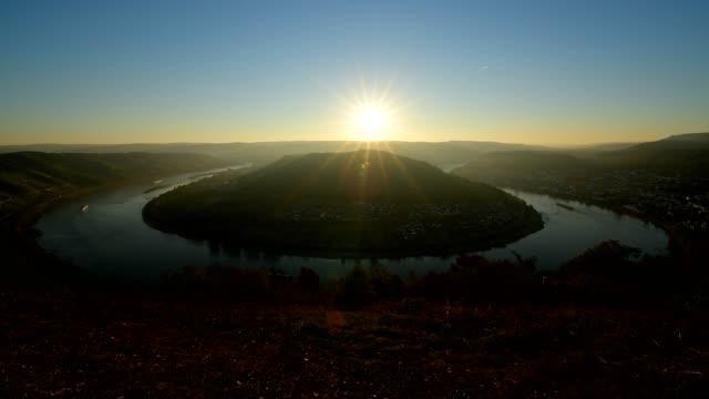 rhine loop boppard at sunrise in autumn, boppard, middle rhine, rhine valley, rheinland-pfalz, germany - rheinland pfalz stock-videos und b-roll-filmmaterial