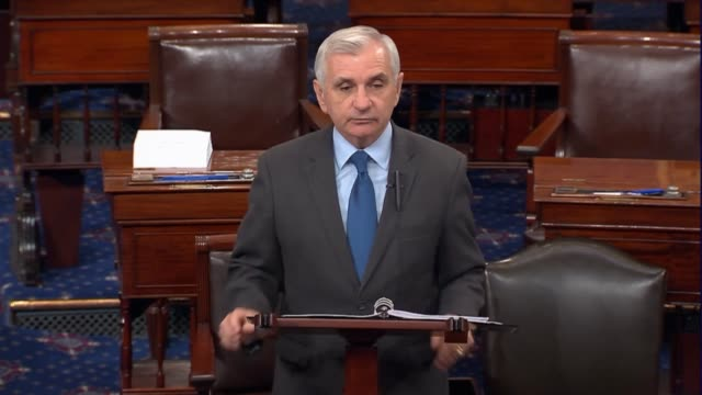 rhode island senator jack reed argues as debate on the fiscal 2018 defense authorization opened that funding levels for the defense department... - ministero americano della difesa video stock e b–roll