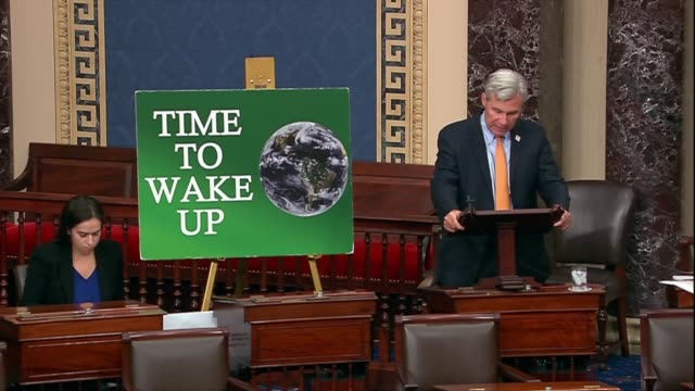 vídeos de stock, filmes e b-roll de rhode island senator sheldon whitehouse says in his 253rd time to wake up speech on climate change that people avert their eyes favoring cheap fossil... - legislação