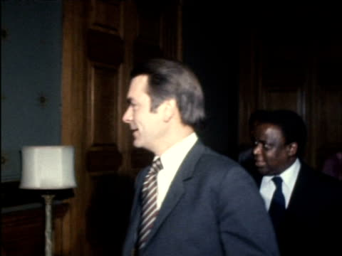 stockvideo's en b-roll-footage met rhodesian nationalist leader ndabaningi sithole talking with british foreign secretary david owen 1970s - david owen