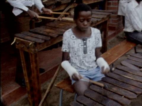 vidéos et rushes de rhodesian war orphans play and dance to music at christmas; 1970s - indépendance