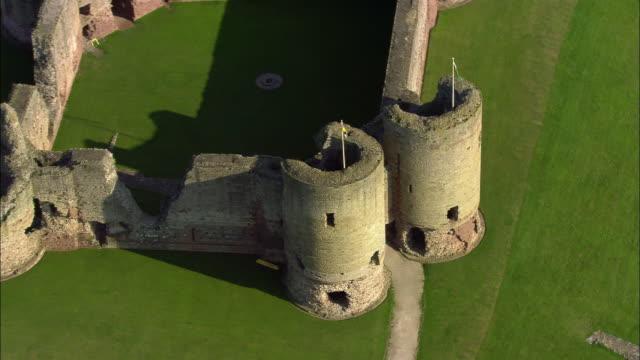 vidéos et rushes de aerial, rhuddlan castle, rhuddlan, denbighshire, england - xiiième siècle