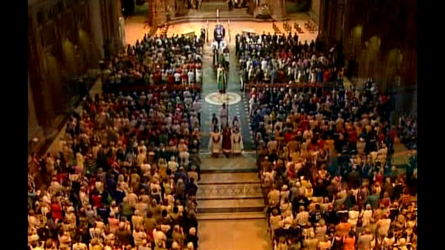 vídeos de stock e filmes b-roll de funeral in liverpool cathedral; * * church organ music heard over the following shots sot * * pallbearers carrying rhys's coffin along thru... - cathedral