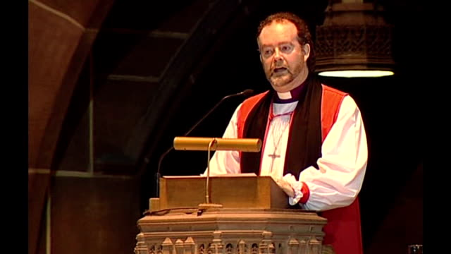 funeral in liverpool cathedral int reverend james jones speaking from cathedral pulpit sot - kanzel stock-videos und b-roll-filmmaterial