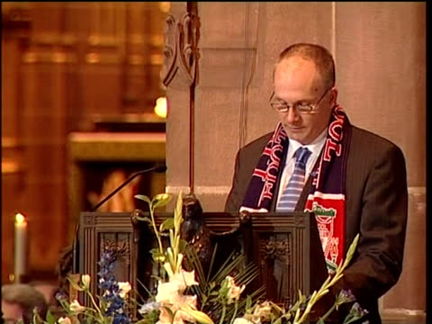 funeral in liverpool cathedral neil jones speaking at pulpit sot - kanzel stock-videos und b-roll-filmmaterial