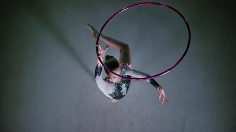 slo mo ld rhythmic gymnast rotating a hoop above her head while in a pivot - performing arts event stock videos & royalty-free footage