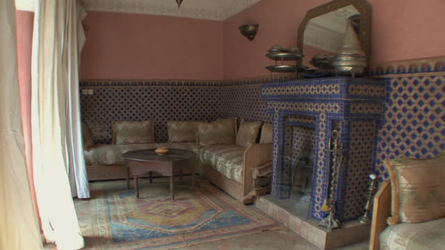ws tu riad ground floor room with fireplace, marrakech, morocco - モロッコ文化点の映像素材/bロール
