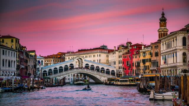 夕暮れ時のヴェネツィアのリアルト橋、イタリア - ヴェネツィア点の映像素材/bロール