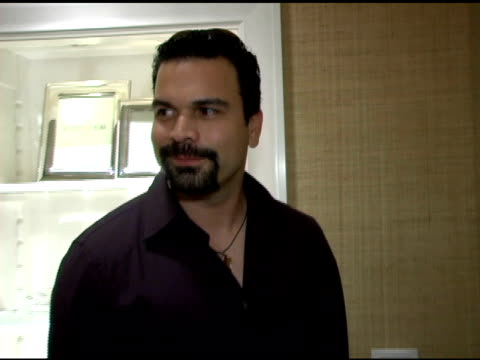ricardo chavira at the opening of their new williamssonoma home store at williamssonoma store in beverly hills california on september 29 2005 - williams sonoma stock videos & royalty-free footage