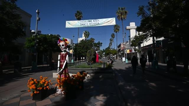 ricardo soltero's sculptures are seen as part of dia de los muertos celebrations on october 31, 2020 in santa monica, california. - dia stock videos & royalty-free footage