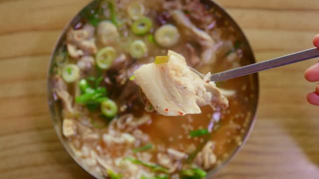 rice soup at marketplace / south korea - 韓国文化点の映像素材/bロール