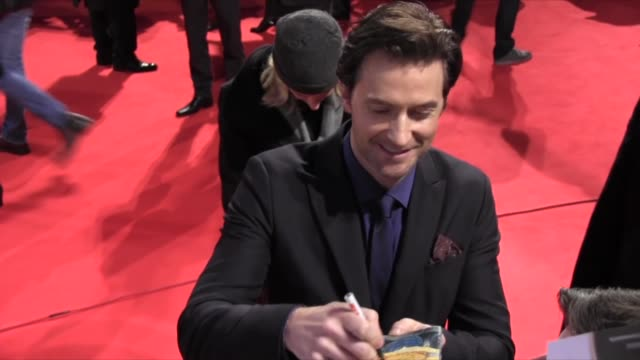 richard armitage at 'the hobbit: the desolation of smaug' european premiere in berlin, 12/09/13 richard armitage at 'the hobbit: the desolation of on... - the hobbit stock videos & royalty-free footage